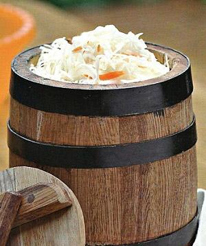 Много витамина С (Аскорбиновой кислоты) содержится в квашеной капусте